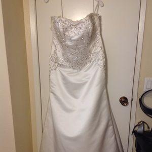 Davids Bridal Strapless Wedding Dress 14